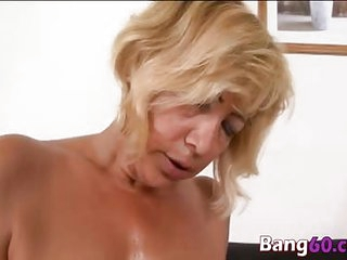 Kinky mature mama spooned by horny BBC
